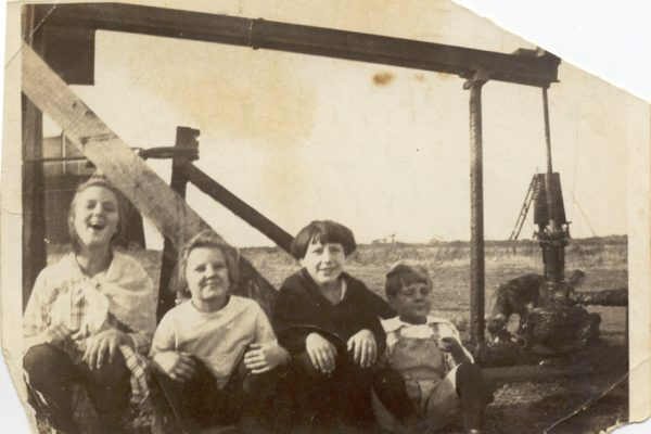 Linton Gaylord, Fay, Dimp by a pumpjack and that pumps oil of the ground